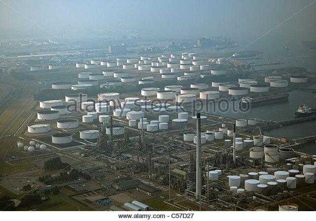 Der Niederlande, Rotterdam, Port. Öl-Lagerung auf dem Seeweg. Luft. Stockbild