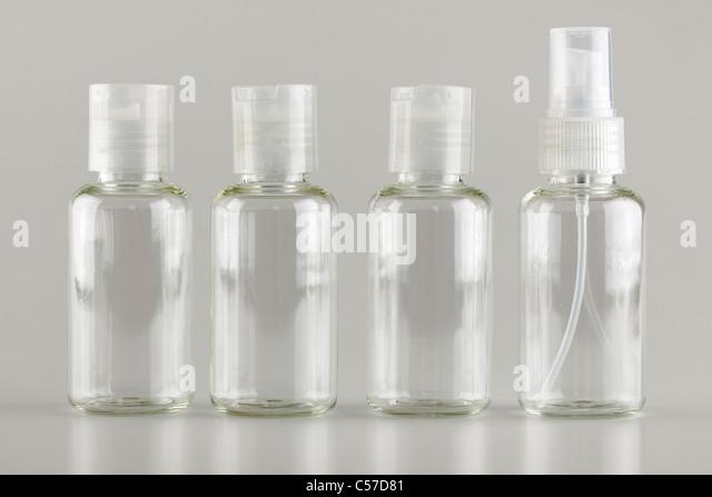 Vier-nachfüllbar Kunststoff Reise-Flaschen - Stock-Bilder