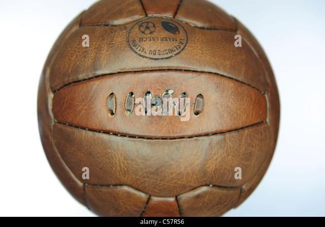 Alte Mode-Leder-Fußball. Stockbild