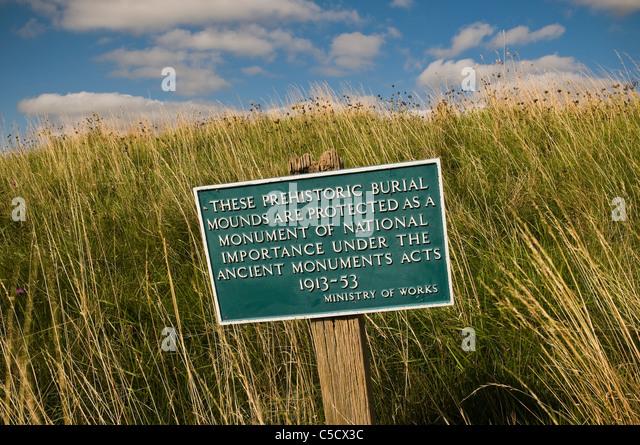 Ministerium für Arbeit Zeichen an einem prähistorischen antike Monument Standort, Berkshire, UK Stockbild