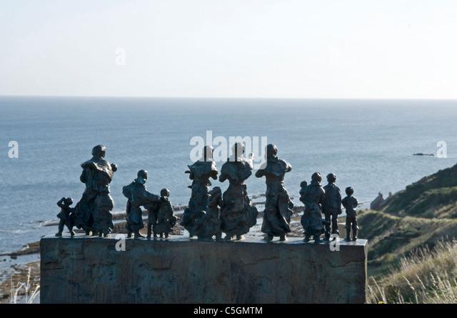 1881 Ostküste Angeln Katastrophe Commenmorative Bildhauerei an der Bucht von Jill Watson - Scottish Borders Stockbild