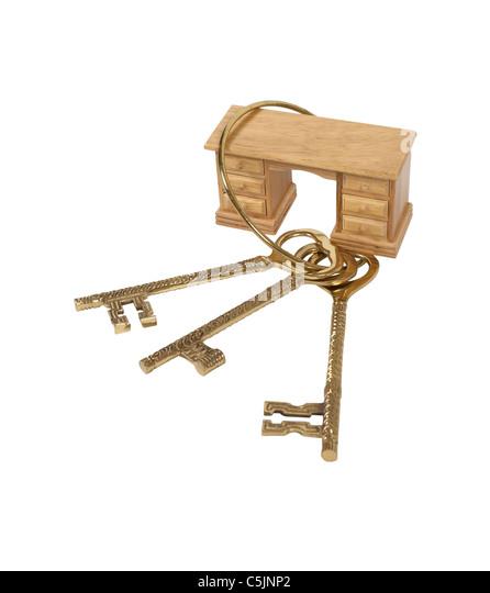 Entsperren von Office-Tools, dargestellt durch eine komplizierte Reihe von Messing Schlüssel um einen hölzernen Stockbild