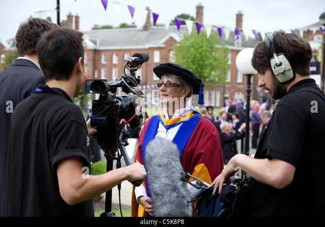 Dorothy Hyman an der Leeds Metropolitan University, einen ehrenamtliche Promotion of Sports Science Award erhalten Stockbild