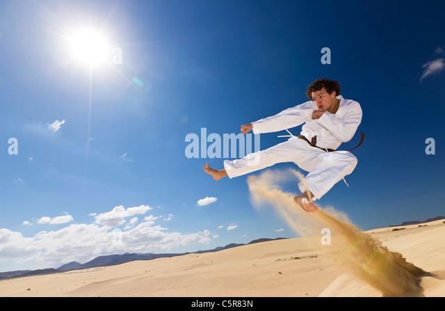 Martial Arts training auf Dünen. Stockbild