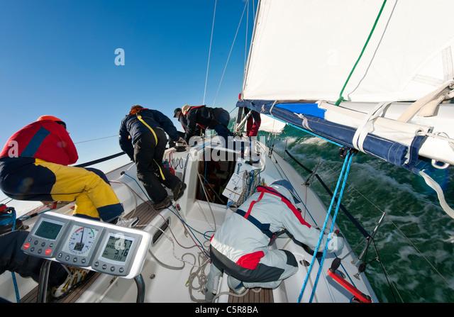"""""""Teamwork"""" wie von einer Offshore-Yacht Racing Crew gezeigt. Stockbild"""