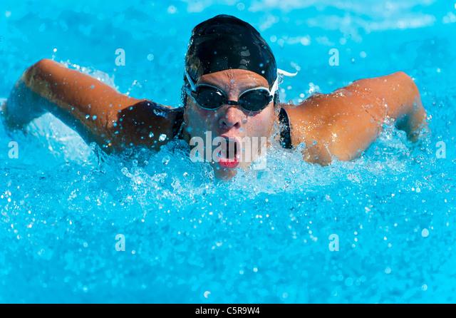 Ein Schwimmer, den Schmetterling zu tun schüren. Stockbild