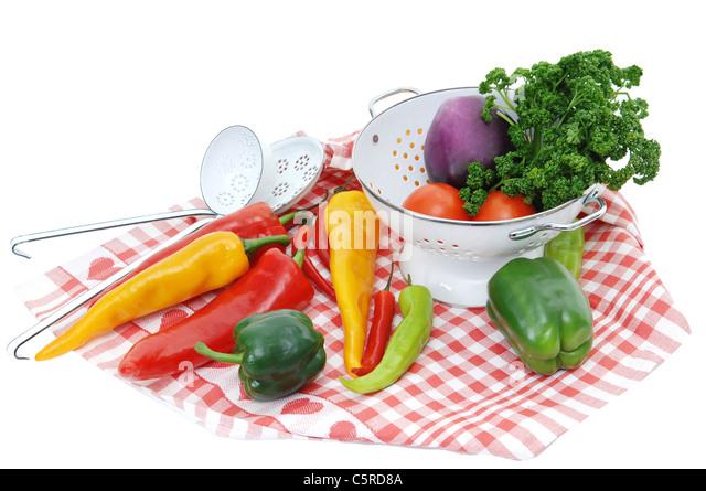 Vielfalt an Gemüse auf Tischdecke Stockbild