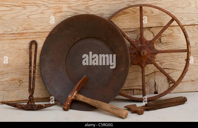 Alt-Mining-Tools: Rad, Tipps, Ax, gold Pan. Stockbild