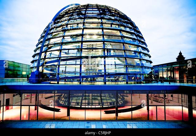 Kuppel des Reichstags am Abend, Regierungsviertel, Berlin, Deutschland, Europa Stockbild