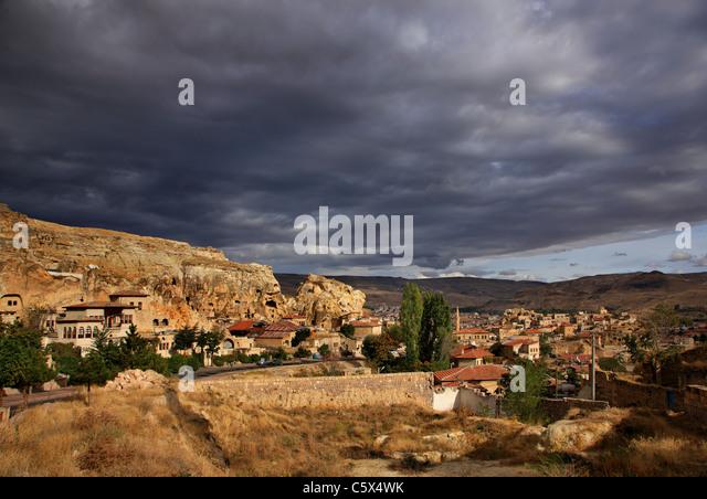 Foto von Ürgüp entfernt, wo Sie Teil der alten Höhlenwohnungen Siedlung sehen können. Nevsehir, Stockbild