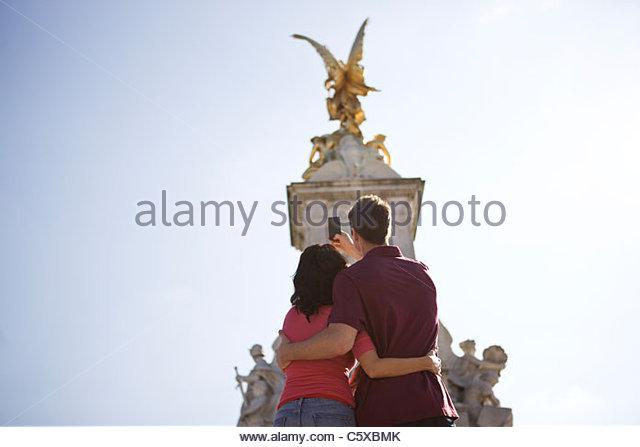 Ein junges Paar, ein Bild von der Victoria Memorial Stockbild