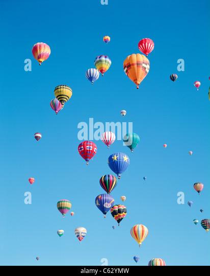 Bunte Heißluftballons in den Himmel, Albuquerque, New Mexico, USA Stockbild