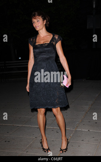 Helena Christensen im Ankunftsbereich für Vanity Fair Party am Tribeca Film Festival, New York State Supreme Stockbild