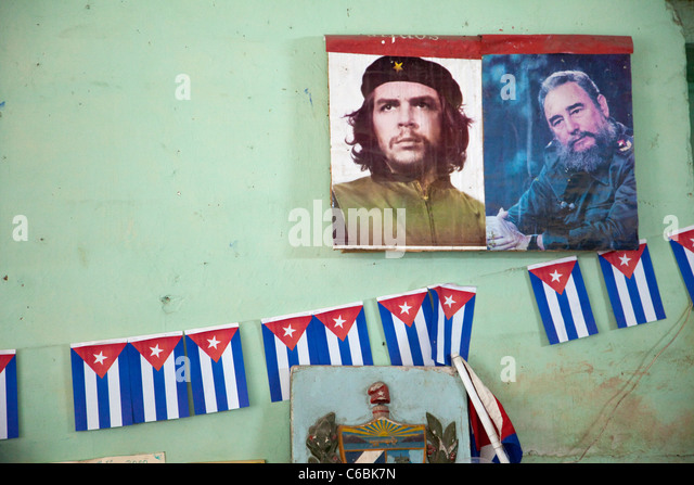 Kuba, Havanna. Führer der Revolution, Che Guevara und Fidel Castro. Wand-Dekoration in einem Geschäft. Stockbild