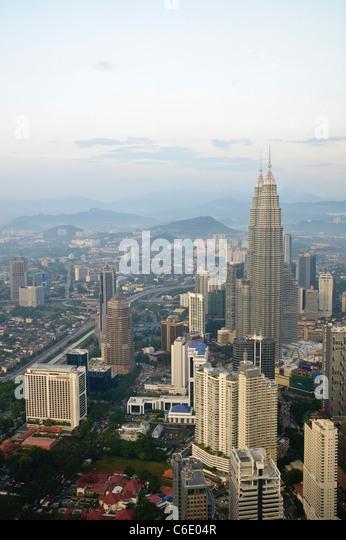 Petronas Twin Towers, Blick vom Fernsehturm Menara, viertgrößte Fernmeldeturm in der Welt, Kuala Lumpur, Stockbild