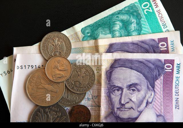 Deutschen D-Mark-Banknoten und-Münzen Pfennig Stockbild
