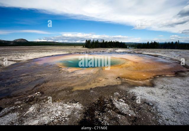 Türkis Feder befindet sich im Midway Geyser Basin im Yellowstone-Nationalpark, Wyoming. Stockbild