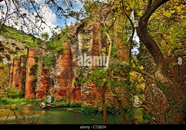 Bestandteil der Roman Aqueduct, in der Nähe von Aghios Georgios Dorf, an den Quellen des Louros Fluss, Preveza, Stockbild
