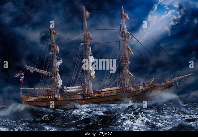 Reich verzierte Schiff auf stürmischen Ozean Stockbild