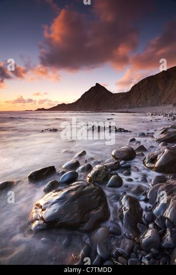 Sonnenuntergang an der Küste von Speke Mühle Mund Beach in North Devon, England. Sommer (Juni) 2011. Stockbild