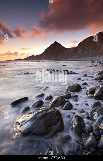 Sonnenuntergang über Spekes Mühle Mund Beach, North Devon, England. Sommer (Juni) 2011 Stockbild
