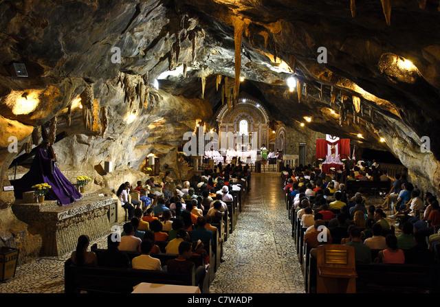 Kapelle in Lapa Höhle (Capela Na Gruta da Lapa). Eine Wallfahrt zu Bom Jesus da Lapa, Bundesstaat Bahia, Brasilien. Stockbild