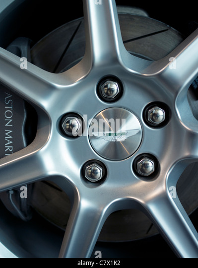 Aston Martin Rad zeigt Logo Bremsen Bremsscheibe Legierung Stockbild