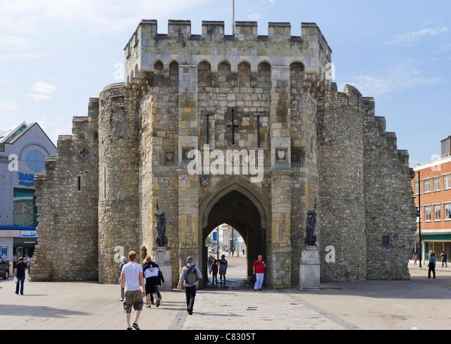 Das Bargate mittelalterlichen Tor im Zentrum Stadt, Southampton, Hampshire, England, UK Stockbild