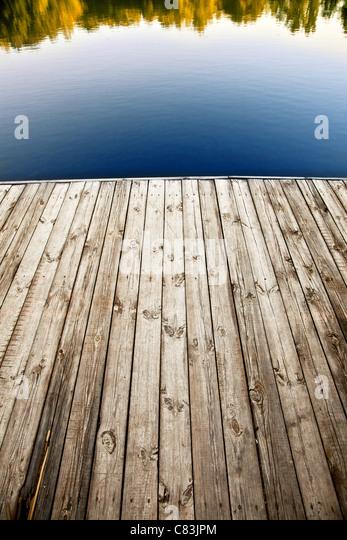 Schuss der alten hölzernen Pier hautnah. Stockbild