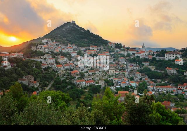 Sonnenaufgang am Stadt Lastovo, Kroatien Stockbild