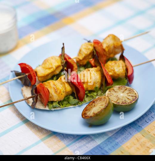 Teller mit Hähnchen Tikka Kebab Stockbild