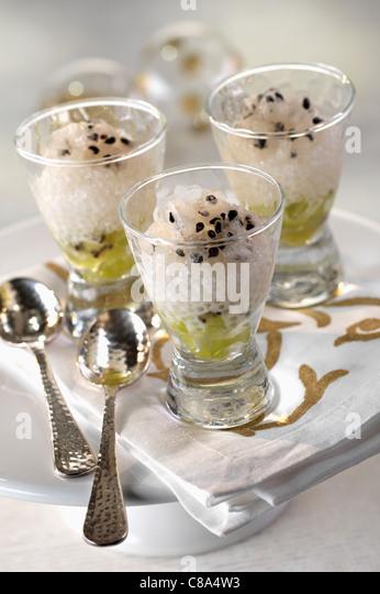 Japanische Perlen mit exotischen Früchten Stockbild