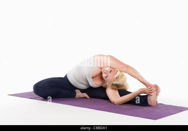 Frau dabei Yoga stretching Stockbild