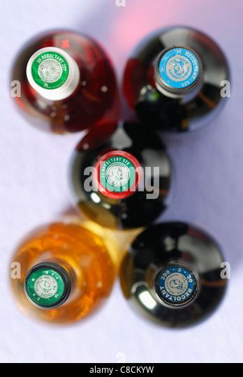 Fünf Flaschen Wein Stockbild