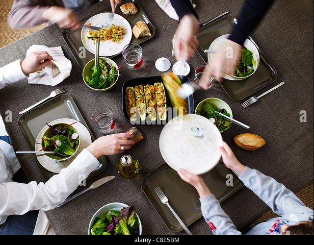 Abendessen mit Freunden Stockbild