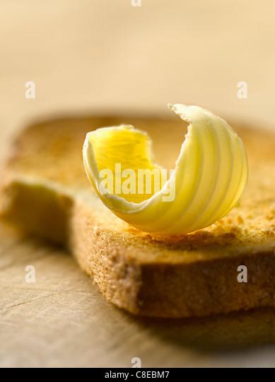 Stück Butter auf einem biscotte Stockbild