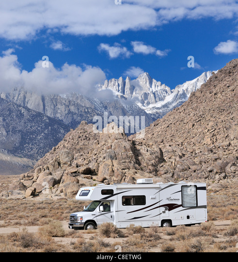 RV, Camper, Alabama Hills, Whitney Portal, Straße, Lone Pine, Kalifornien, USA, USA, Amerika, Reisen, Urlaub Stockbild