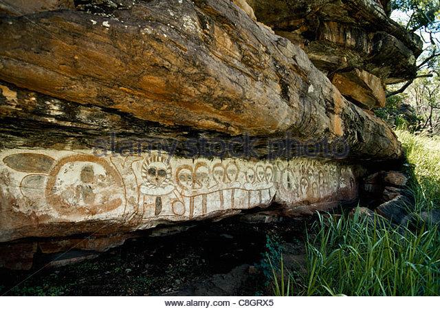 Alten Aborigine Höhlenmalereien Darstellung menschliche Figuren. Stockbild