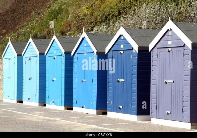 farbenfrohe Strandhütten am Strand von bournemouth Stockbild