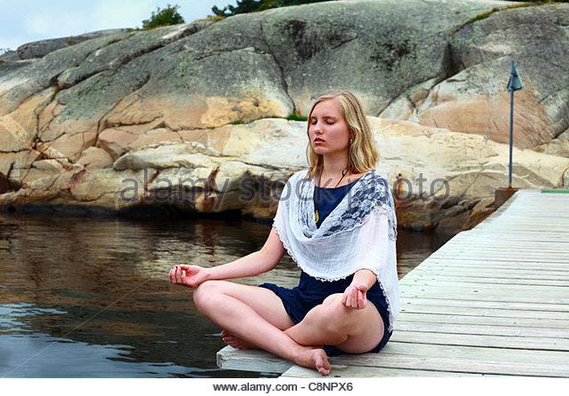Yoga Meditation und Ruhe in der Natur Stockbild