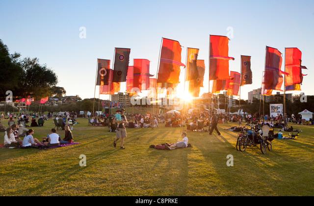 Die untergehende Sonne auf das CHOGM 2011 Commonwealth Festival-Abschlusskonzert. in South Perth, Western Australia, Stockbild