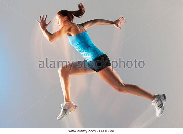 Verschwommene Sicht der Athlet läuft Stockbild