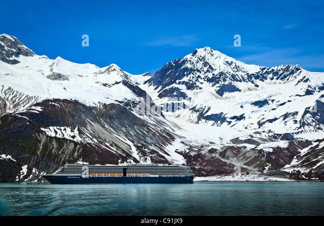 Holland America cruise Schiff auf Johns Hopkins Gletscher, Glacier Bay Nationalpark, Alaska Stockbild