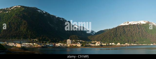 Tagsüber Blick auf Innenstadt von Juneau gesehen von Douglas Island, Inside Passage, südöstlichen Stockbild