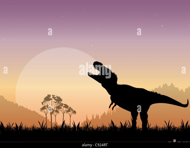 Die Silhouette von einem Tyrannosaurus Rex brüllend vor einem stumpfen Mond mit einem Sternenhimmel als Hintergrund. Stockbild