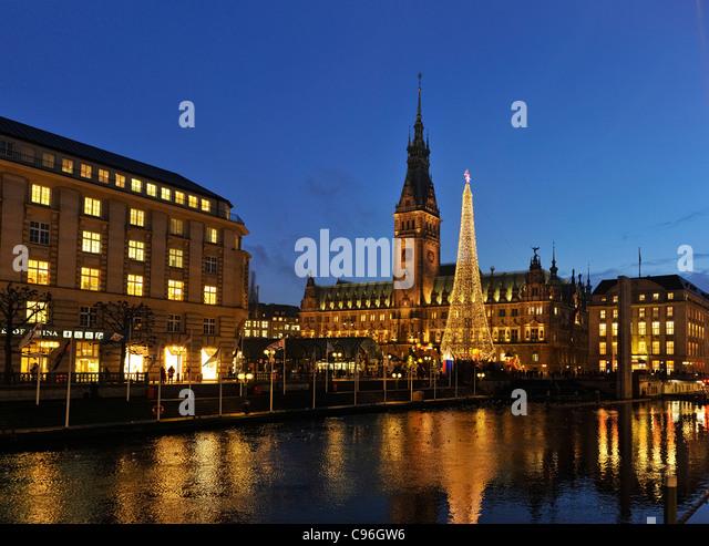 Alsterfleet Kanal, Alsterarkaden Arkaden, Rathausmarkt Rathausplatz, Rathaus mit Weihnachtsmarkt, Hamburg Stockbild