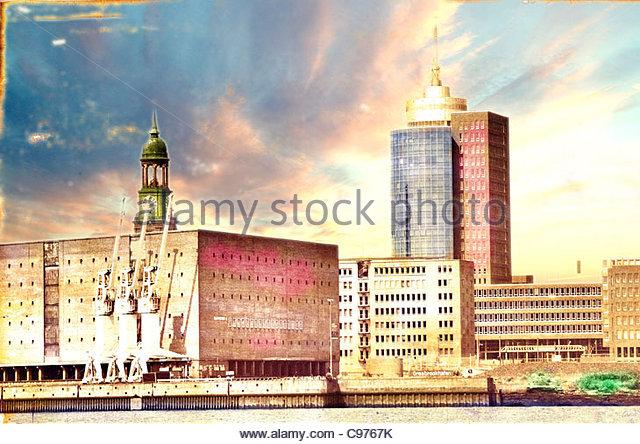 Michel Hamburg 1 dunkle Wolken Stockbild