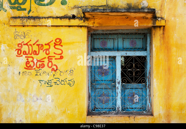 Altes indianisches Dorfhaus / Fensterdetail. Andhra Pradesh. Indien Stockbild