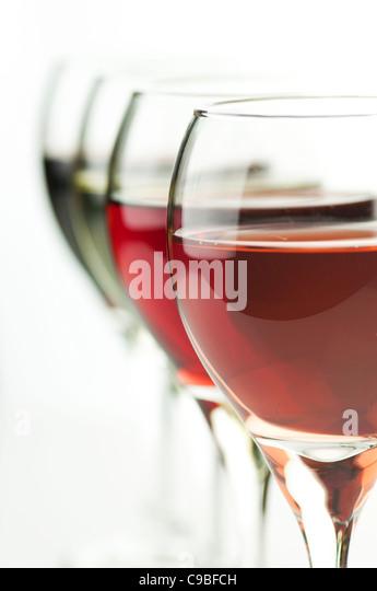 Brille von Rosa, rot und Weißwein, Nahaufnahme Schuss Stockbild