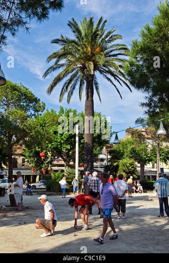 Männer spielen Boule in Saint Maxime, Südfrankreich, französische Reviera Stockbild